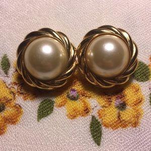 Beautiful Kenneth Jay Lane clip on earrings